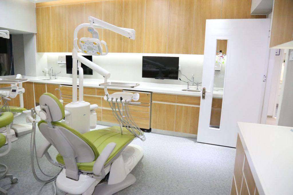Modern dental equipment in Shenzhen